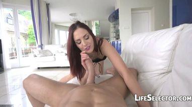 Девушка скачет на члене наслаждаясь анальным сексом и кончает от блаженства